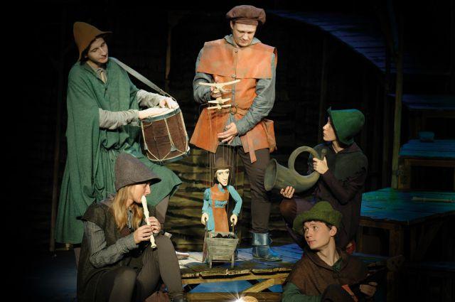 «Холодное сердце» - синтетический спектакль, в котором сочетается драматическое и кукольное искусство.