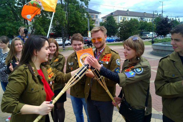 Студентов проводили на главный стройки страны.