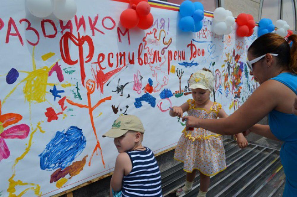 Детвора участвовала в выставке рисунков на тему «Река Дон».