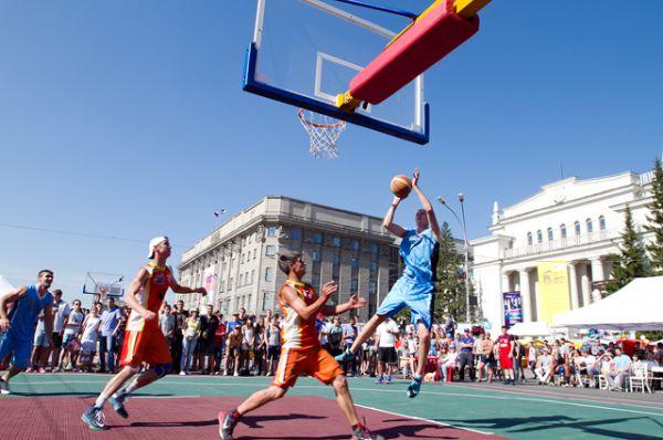 16 сильнейших команд соревновались за право пробиться в мировую серию игр. Новосибирск - спортивный город!