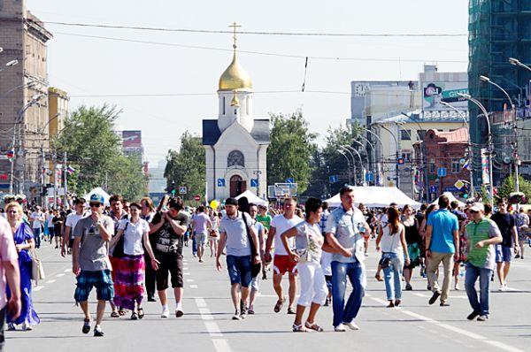 Тысячи новосибирцев поздравили с Днём рождения любимый город.
