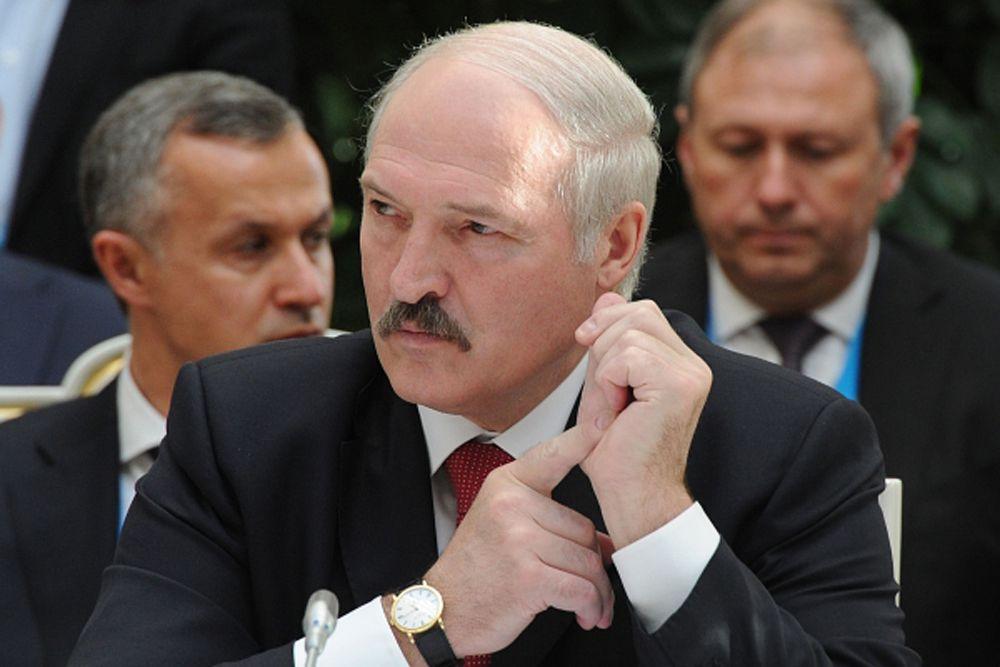 Кажется, ни у кого не вызывает сомнений, что бессменный президент Беларуси Александр Лукашенко будет выдвигаться и в 2015 году. Сам же он, общаясь с журналистами, заявил, что не видит препятствий для участия в будущих выборах. Александр Лукашенко – победитель всех предыдущих президентских кампаний. Хотя после 1994 года официальные итоги голосования, ссылаясь на многочисленные фальсификации и нарушения, не признавали ни западные наблюдатели, ни белорусские оппозиционеры.