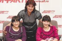 Девочки со своей мужественной и бесконечно любящей их мамой.