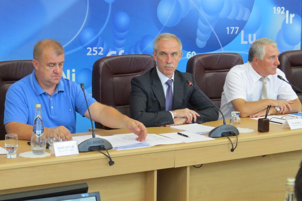 Губернатор Сергей Морозов подвел итоги антикоррупционной недели и наметил план дальнейшей работы в сфере профилактики и противодействия коррупции.