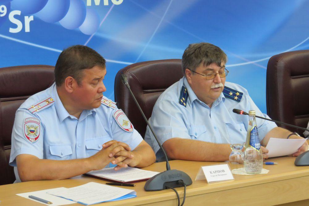 О задачах органов местного самоуправления по исполнению антикоррупционного законодательства доложил прокурор города Димитровграда Игорь Силантьев.