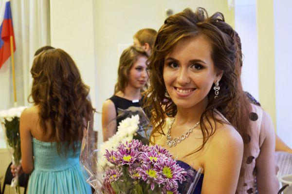 Кристина Бородина, 17 лет, школа № 6 города Волжский. Получила 100 баллов на ЕГЭ по химии. Собирается поступать в ВолгГМУ.