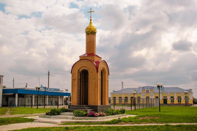 Часовня в центре Любино - в память о последнем русском императоре.