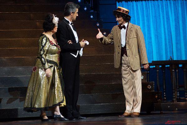 Артисты показали уральцам оперетту «Ничего из ряда вон выходящего, или Бал у графа Орловского пять лет спустя».