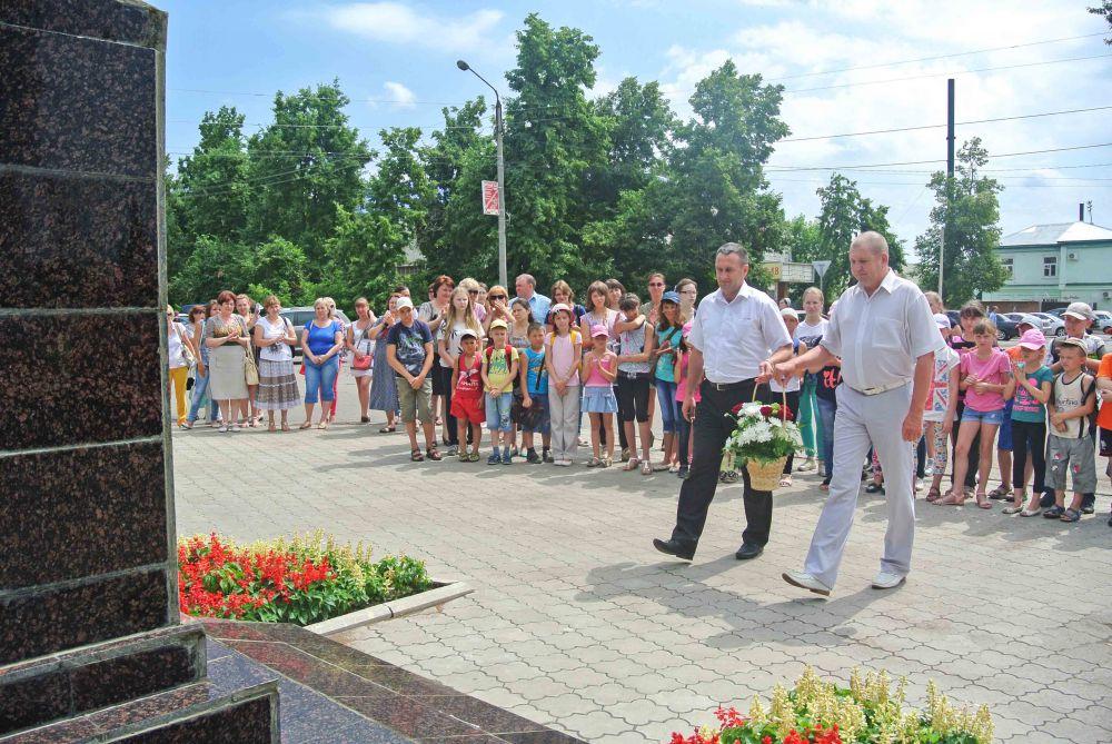 Возложение цветов в к памятнику К.Г.Маркову.