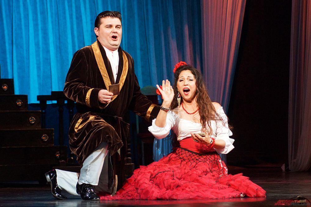 Донецкий государственный академический театр оперы и балета им. А. Соловьяненко впервые покинул территорию военных действий и дал благотворительный концерт в Перми.