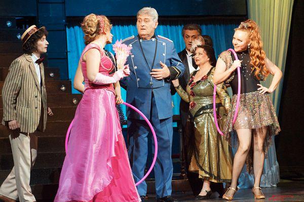 Как отметила режиссер-постановщик и автор либретто Ольга Маликова, оперетта получилась очень позитивной и веселой, несмотря на все тягости, происходящие в Донецке.