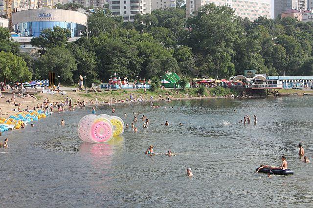 Спортивная набережная Владивостока летом.