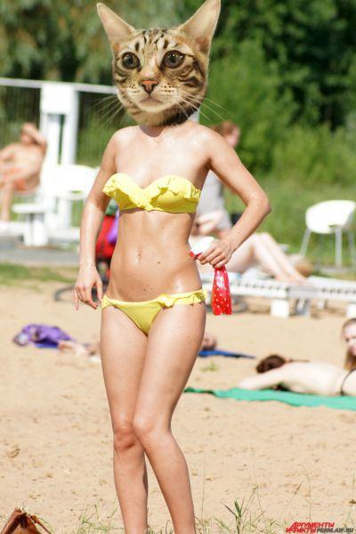 «Этот вариант отвечает одному из нынешних трендов, а именно оборки на этом бикини придают ультра-женственность образу».