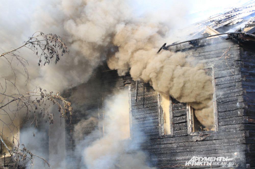 Здание выгорело полностью.