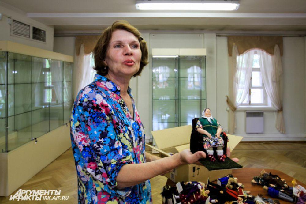 Ирина Верхградская привезла экспозицию в Иркутск лично.