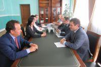 На фото: (слева направо) Владимир Салмин и Андрей Утробин на встрече в Тамбове
