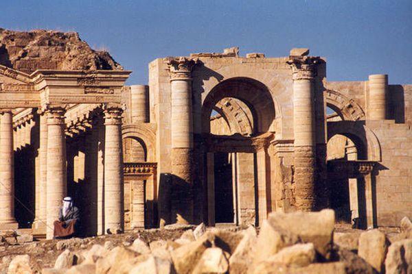 До 7 марта 2015 Хатра, древний город на севере Ирака общей площадью более 500 га, считался одними из самых сохранившихся городов эпохи Парфянского царства (I-II века). Однако 7 марта боевики ИГИЛ приступили к планомерному уничтожению города.