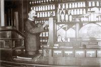 Аптека начала XX века.