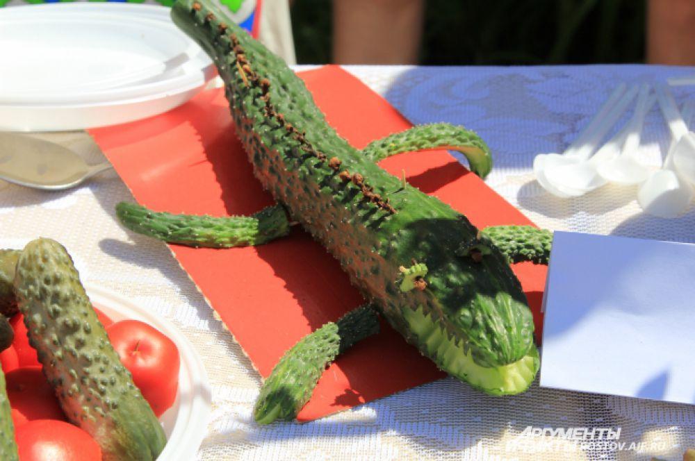 Хоть и страшен огурец в виде аллигатора, но на вкус он сочный и хрустящий!