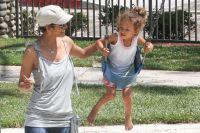Хэлли Берри с дочерью.
