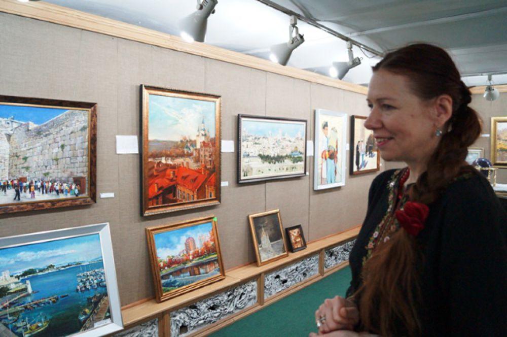 Красный камень Хабаровских зданий всё же имеет большую популярность