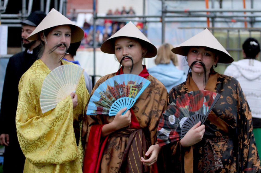 Сегодня в Кунгуре быть китайцем и модно, и почетно.  Местные красавицы даже отрастили усы по китайской  моде позапрошлого века.