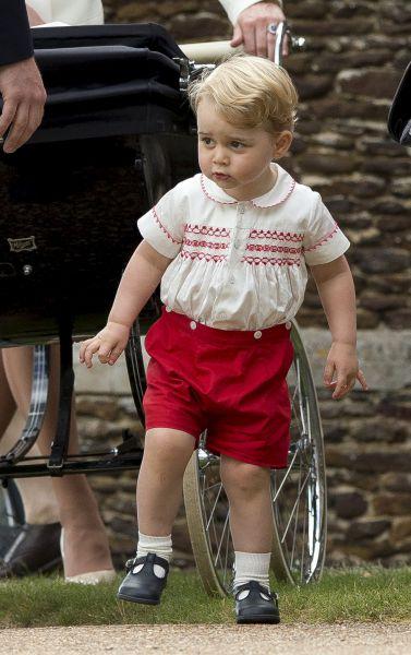 Шарлотта стала четвертой в списке наследников престола вслед за своим дедом - принцем Чарльзом, отцом - принцем Уильямом и братом Джорджем.