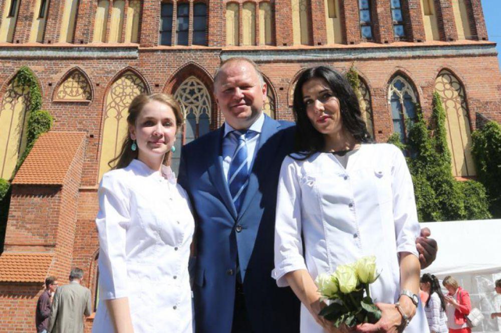 В торжественной церемонии чествования выпускников принял участие врио губернатора Калининградской области Николай Цуканов.