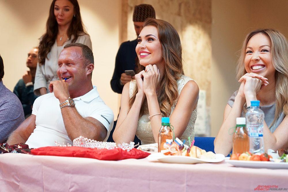К слову, в состав судей конкурса входили бизнесмены, спортсмены и представители модного мира. Среди них была и обладательница титула «Краса России – 2004» пермячка Татьяна Сидорчук-Лавринович.