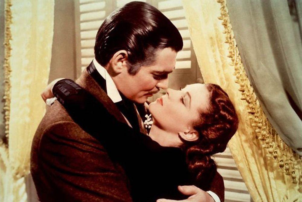 «Унесенные ветром». «Тебя срочно нужно поцеловать», заявил Кларк Гейбл в роли Рета Баттлера Вивьен Ли в роли Скарлетт в культовом фильме 1939 года. «Тебя нужно целовать…и часто. И нужно, чтобы это делал тот, кто знает, как это делать».