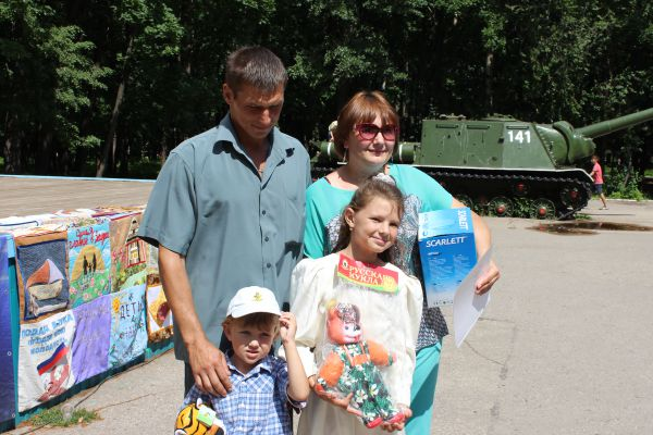 Победителем конкурса  в номинации «Самая активная семья», пропагандирующая здоровый образ жизни, стали Крыловы.
