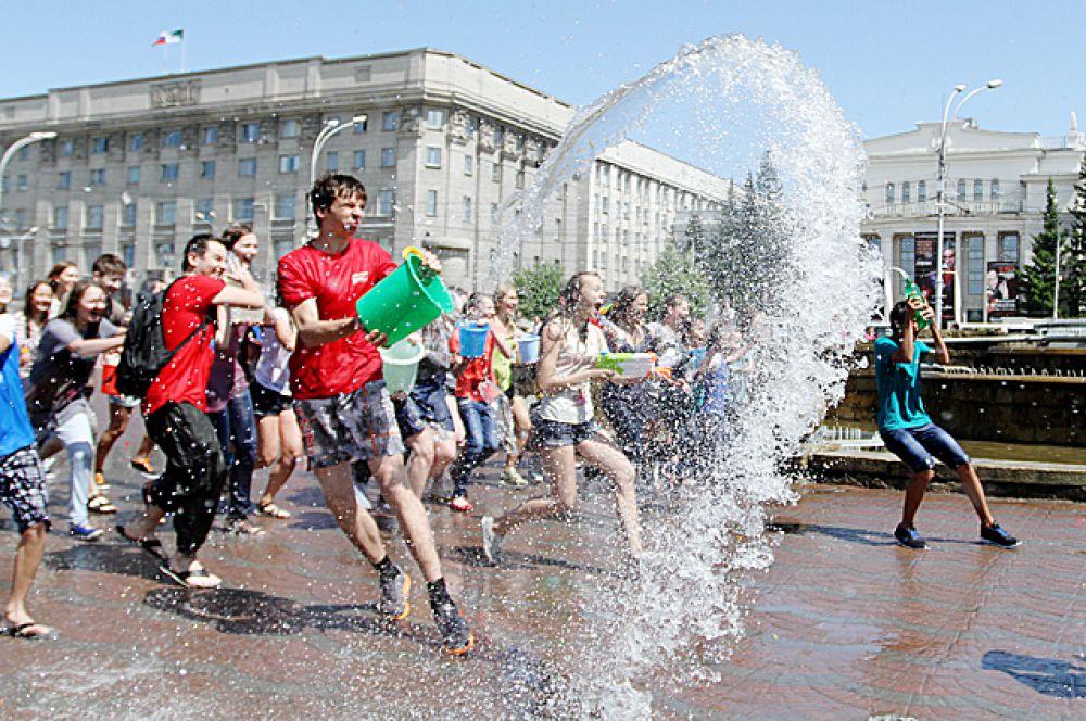 7 июля новосибирцы отметили День Ивана Купалы – праздник славянских народов, в который по традиции принято обливаться водой.