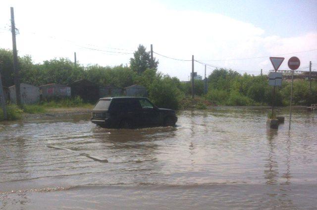 Любой серьёзный ливень превращает улицы Екатеринбурга в полноводные реки.