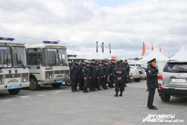 Последний инструктаж: свердловская полиция принимает усиленные меры безопасности.