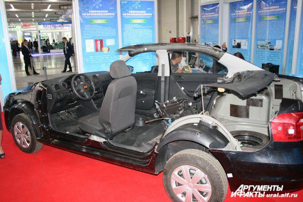 Образец китайского автопрома изнутри.
