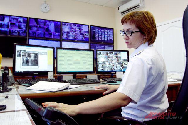В главной диспетчерской наблюдают за безопасностью при помощи 694 камер.