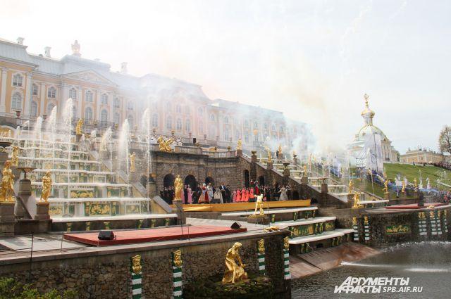 Государственный музей-заповедник «Петергоф» ежегодно привлекает миллионы туристов.