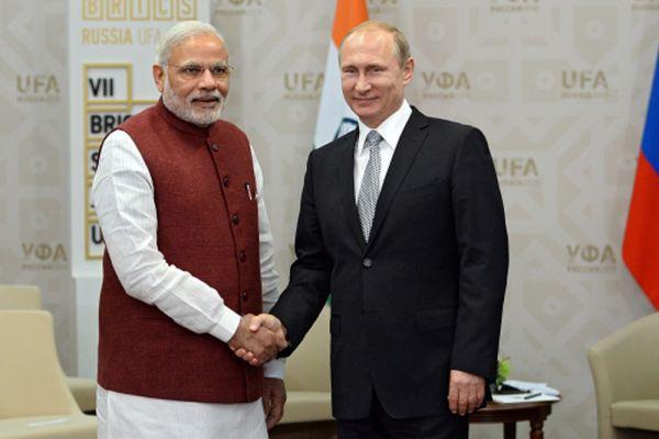 Президент Российской Федерации Владимир Путин и Премьер-министр Индии Нарендра Моди во время встречи в Уфе.