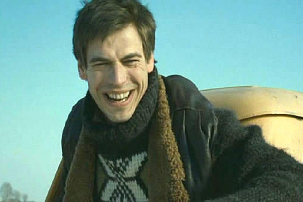 С 2006 года Дмитрий Дюжев является актёром МХТ им. Чехова.