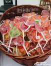 Сестры обители приготовили гостям праздника сладкие угощения.