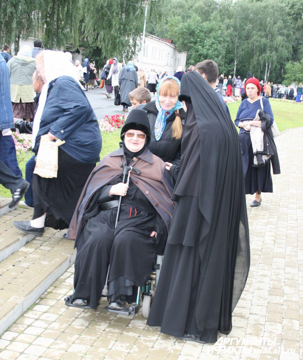 В празднике участвуют все насельницы Ново-Тихвинского, Александро-Невского монастыря.