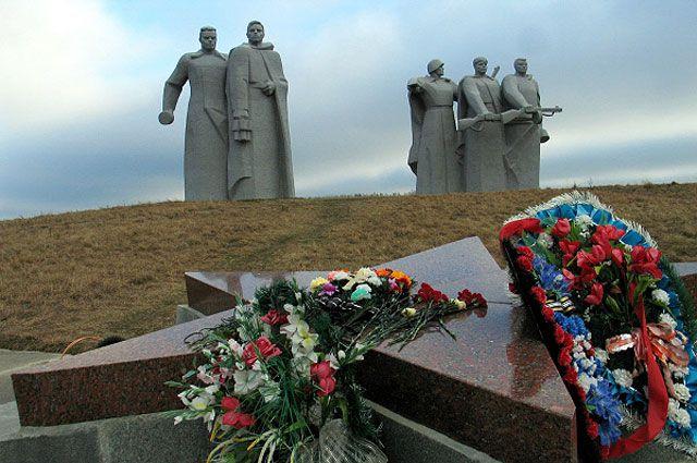 Мемориал у разъезда Дубосеково, посвящённый подвигу 28 героев-панфиловцев.