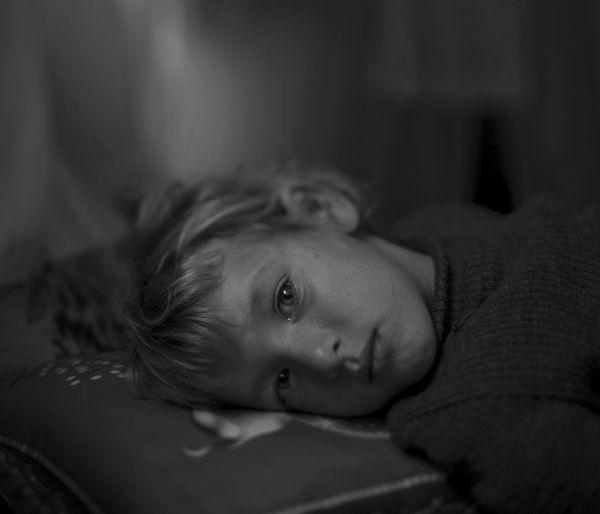 Валаа с мамой бежала из Алеппо. Сейчас они живут в лагере беженцев в Иордании, но девочку по-прежнему мучают кошмары.