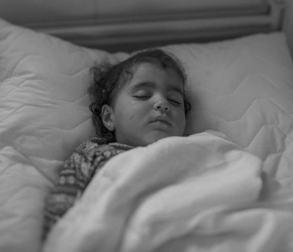 Иман в больнице только три дня, у нее воспаление легких. Но иорданские врачи делают все, чтоб ей помочь.
