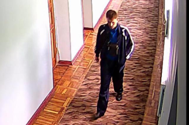 Камера видеонаблюдения сняла подозреваемого.