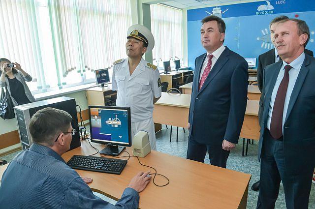 Перед совещанием губернатор ознакомился с работой Ральрыбвтуза.