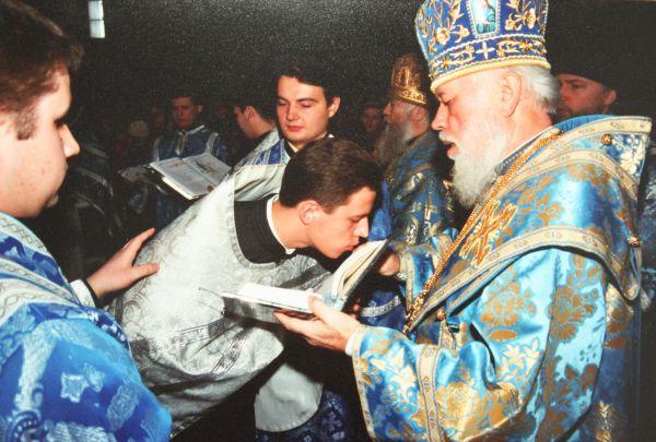 Митрополит Владимир за работой
