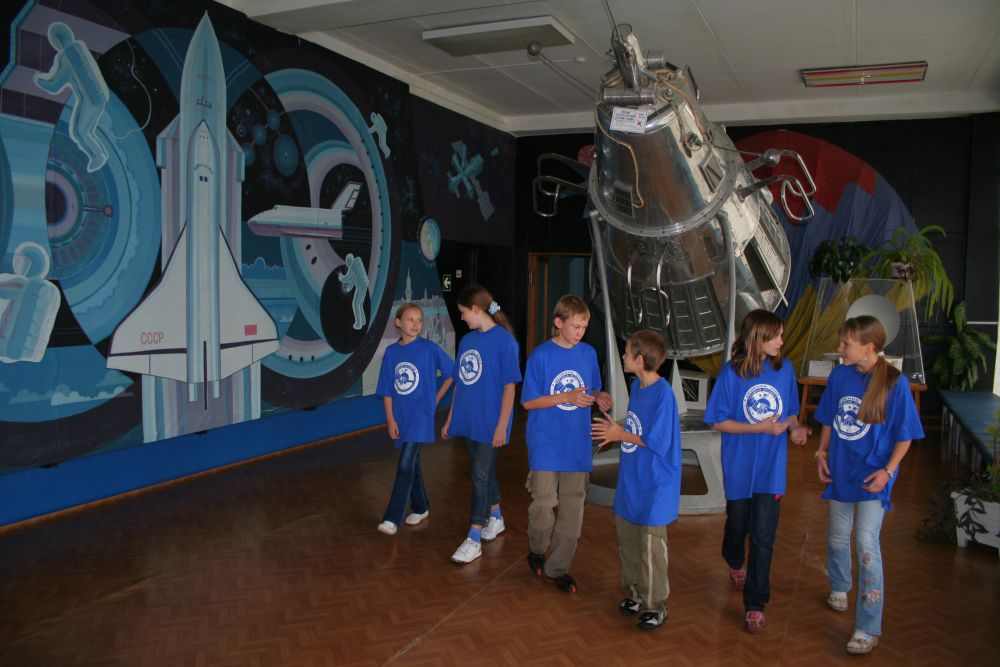 Участники специализированной смены «Объединенные космосом».