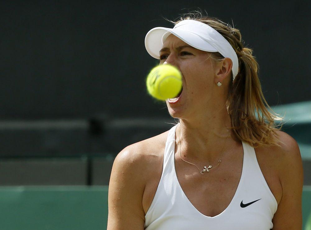 Лондон, 7 июля. Мария Шарапова во время матча против Коко Вандевеге. В полуфинале Маша проиграла  Серене Уильямсю.