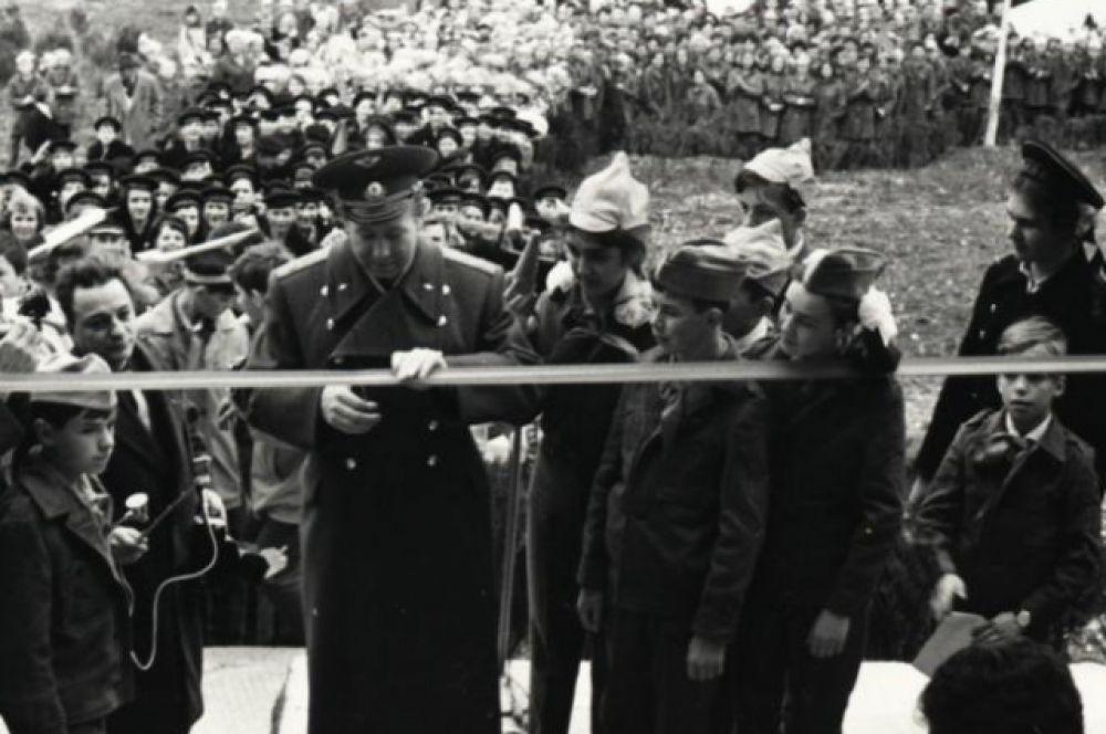 Космонавт Евгений Леонов в Орленке. 1969 год.